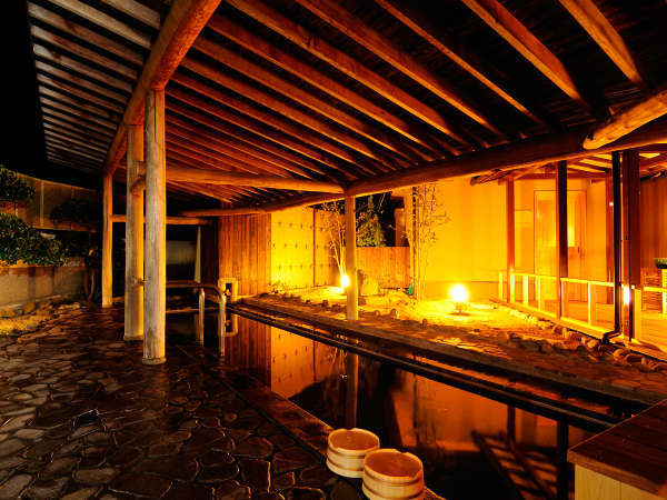 夜の男性大浴場『白梅の湯』露天風呂