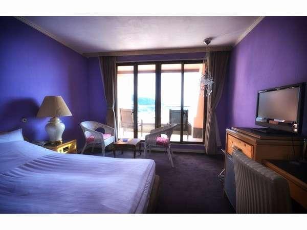 山梨 湖のホテル