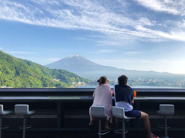 【湖のホテル】文化を愛する、世界中の旅人が集うホテル
