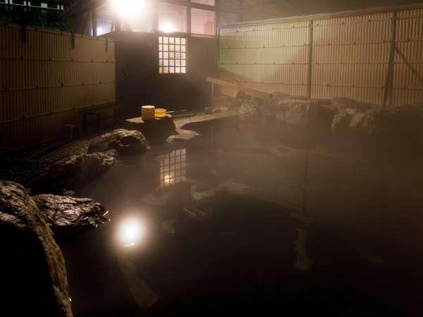 空気の澄んだ晴れた夜には満天の星空を見ながらの露天風呂も格別です