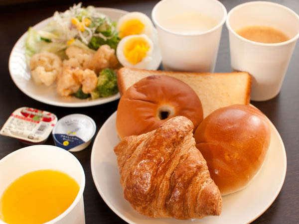 無料サービスの朝食