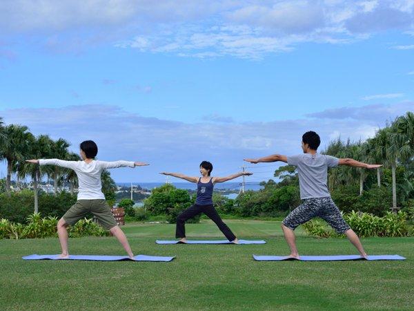 【モーニングヨガ】宿泊客に大人気のアクティビティ。朝の新鮮な空気の中、心と体をリフレッシュ(毎日)