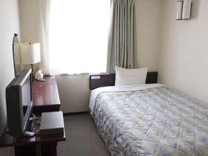 シングルルーム♪シンプルで落ち着いたお部屋でおくつろぎ下さい。全室インターネット無線LAN接続無料!