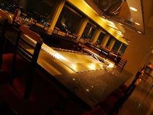 18階鉄板焼レストラン『八景』。東京湾を眺めながら、優雅なひとときをお楽しみ下さい。