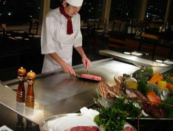 18階鉄板焼レストラン『八景』カウンター。