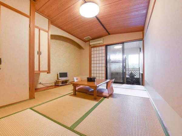 *お部屋(一例)全客室半露天風呂付き。ゆっくりとお過ごしください。