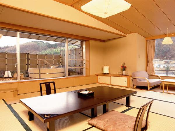 露天風呂付客室は、12.5畳プラス広縁の和室に露天風呂が付いたお部屋です。