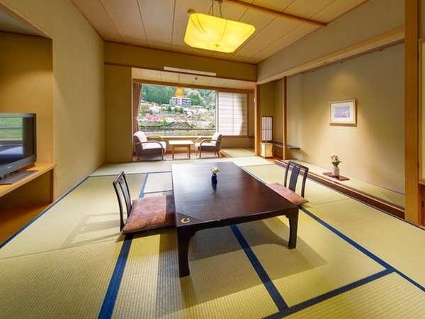 「天の館」のお部屋は、10畳に約2畳の広縁のある、ゆったりとしたつくりです。