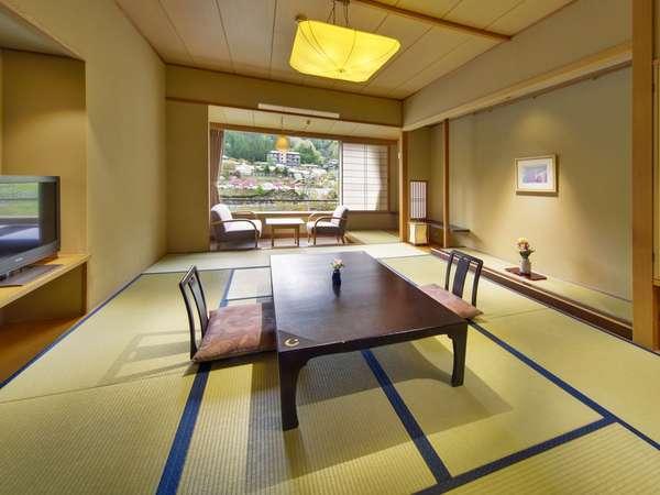 「天の館」の和室は、10畳に約2畳の広縁のある、ゆったりとしたつくりです。