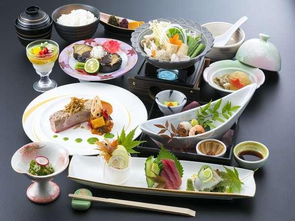 ご夕食(一例)です♪ 調理長が腕をふるう創作会席膳をお楽しみ下さい。