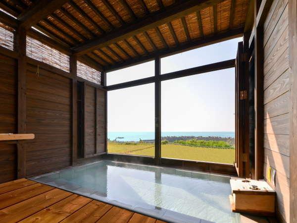 天然100%源泉かけながし。景色も抜群!たかす荘の露天風呂