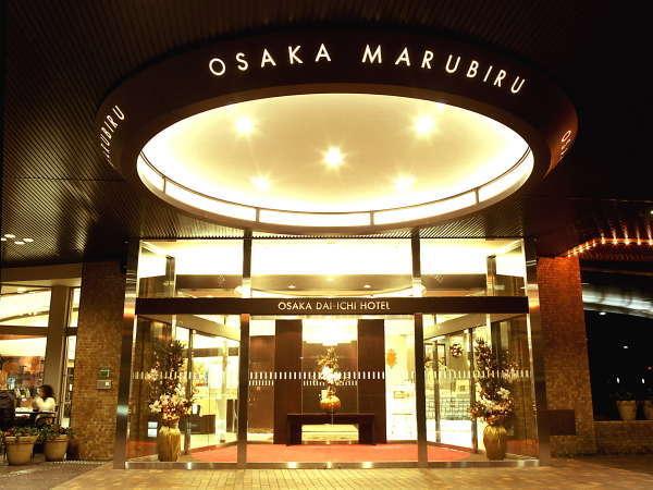 〇カフェや広場が併設されたオープンな雰囲気のエントランスで心からお越しをお待ちしております。