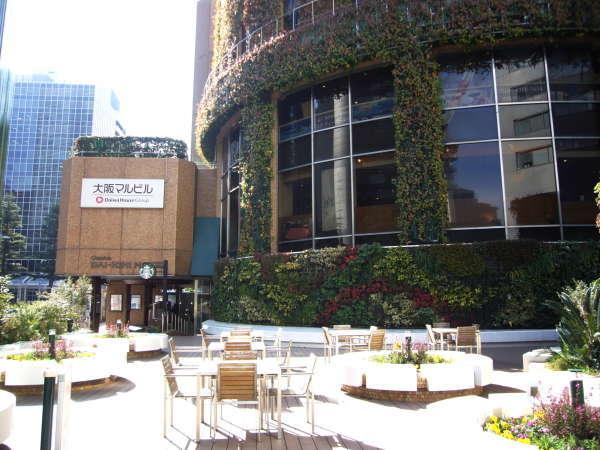 緑に囲まれた開放的な「大阪マルビル緑のテラス」ではのんびりとお過ごしください。