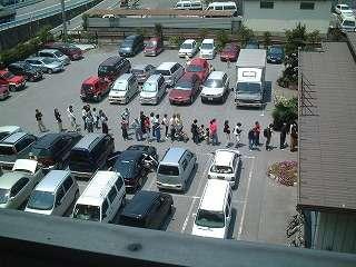 ホテル警察側の駐車場写真です。この他ホテル周り120台の無料駐車場。