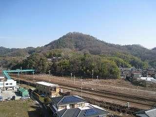 和室から観える石田光成の佐和山城があった佐和山です。
