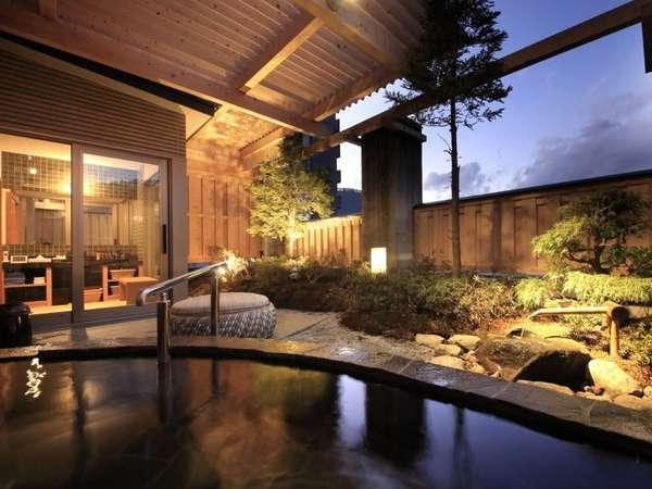 源泉掛流しの貸切露天風呂は満天の星空を眺めながら・・・