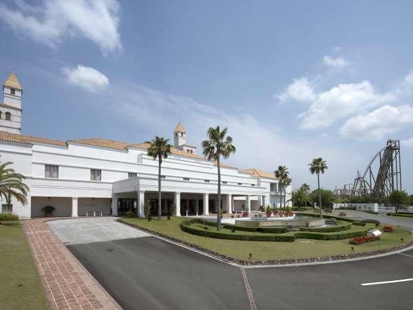 テ-マパ-クに隣接する ホテル正面