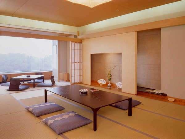 【和室12畳】窓外の風景と和やかな雰囲気を、ごゆっくりとお楽しみください。
