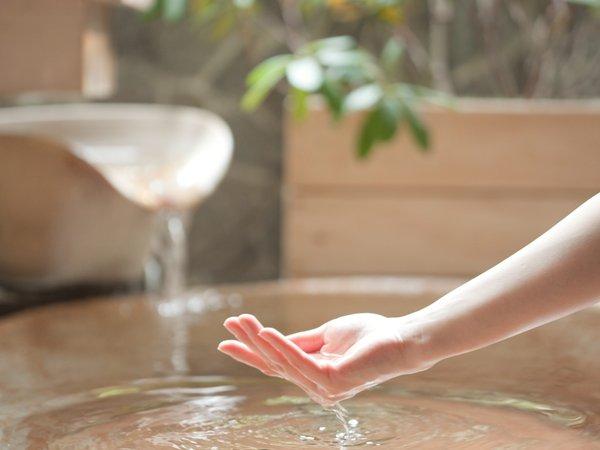 アルカリ性単純泉のお湯は、美肌の湯でもあり、お子様や敏感肌の人にも優しい泉質です。