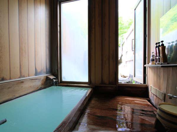貸し切り風呂:内湯露天風呂へと続いています。