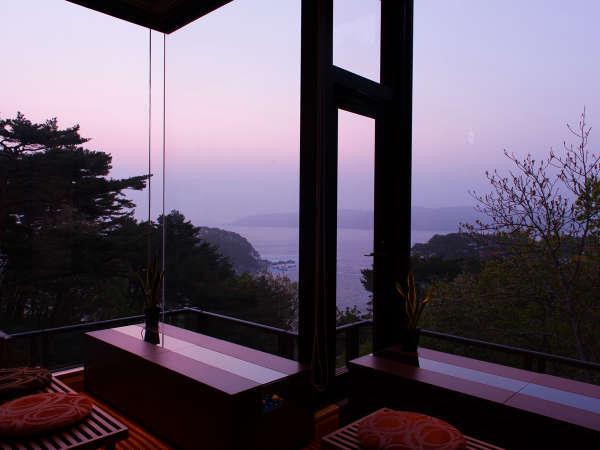 目の前に広がる絶景のパノラマは、感動を与え、旅の疲れも癒してくれます