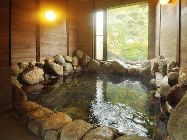 男性用大浴場。19時以降なら貸切風呂として利用可能