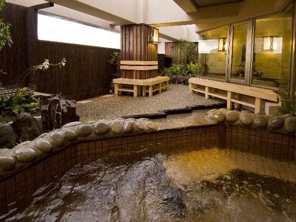 都会のど真ん中で露天風呂!隅田川の心地よい風に吹かれて・・・