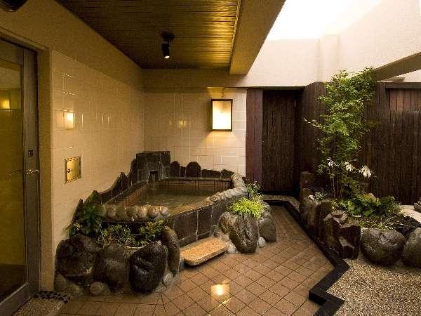 和の雰囲気たっぷりの露天風呂