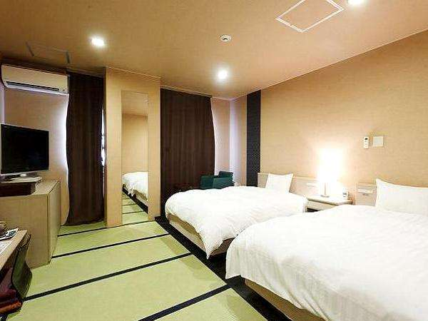 和洋室 27平米 ベッドサイズ:120cm×190cm 2台+布団 2組