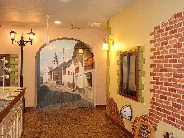 トリックアートが不思議な雰囲気を醸し出す本館の廊下。