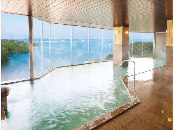 季節によっては昇る朝日もお楽しみいただけます。大浴場 内湯:昼