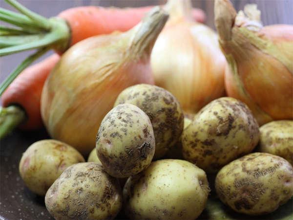 地元の農家より、新鮮な有機野菜を仕入れております♪