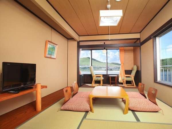 【本館和室206.306】和室8畳白樺湖側でおすすめのお部屋ですバストイレ、冷蔵庫、冷暖房完備