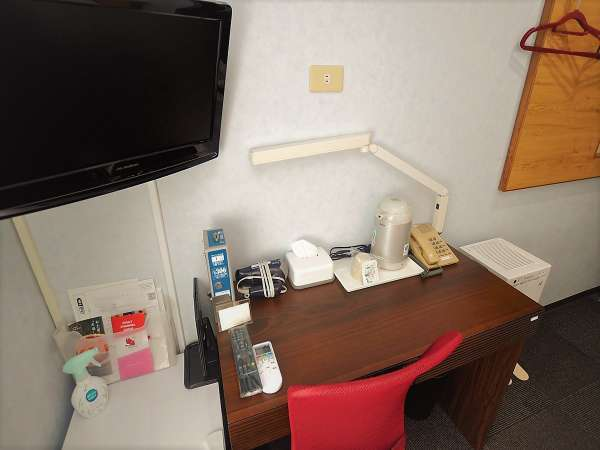 ・全室FreeWifi,LANケーブル・自在蛍光灯・ドライヤー・ティッシュ・化粧鏡・電気ポット・リセッシュ設置