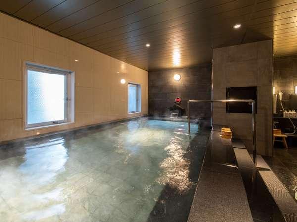 人工炭酸泉の大浴場は男女別でご用意♪ゆっくりと足を延ばしてお湯に浸かって下さい♪