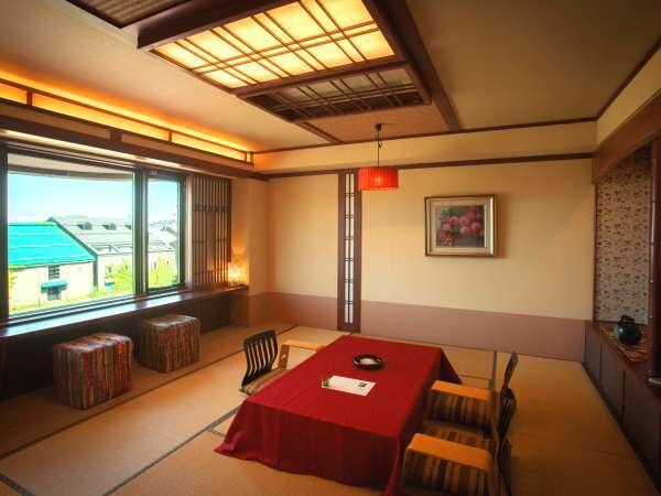 【運河側和室】 四季折々の小樽運河を眺めながらごゆっくりお過ごしください。
