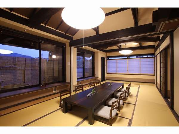 4階特別客室では異なる景色で、2つの露天風呂が楽しめます。