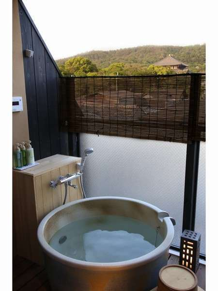 B401号室露天風呂からは東大寺・若草山が一望
