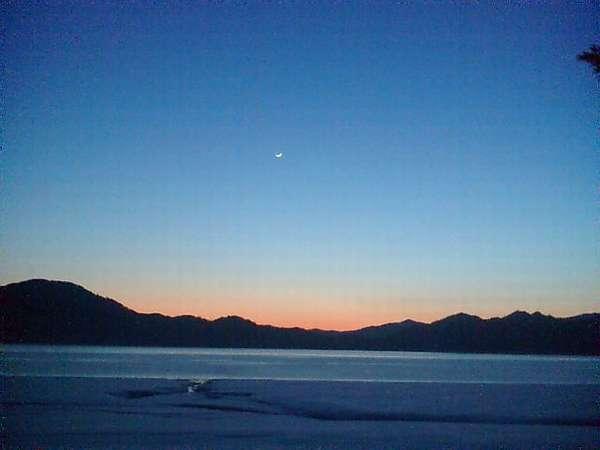 田沢湖冬の黄昏