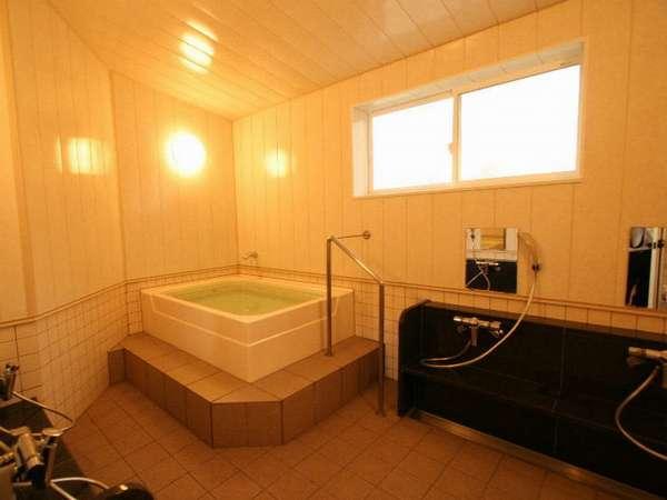 ホテル内風呂(EAST)時間によって予約貸切を承っています(~5名)
