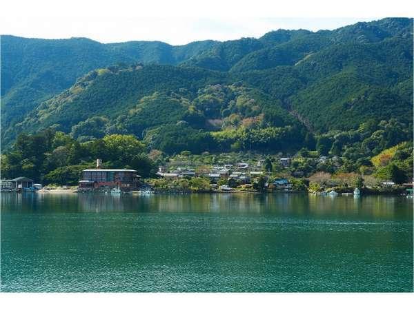 海幸山幸に恵まれた、賀田湾の一軒宿。