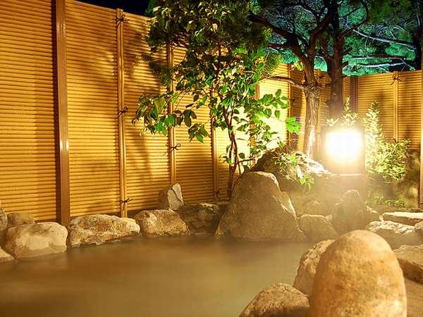 夕日ヶ浦海岸に面した露天風呂です。潮騒をBGMにゆっくりとご入浴下さい。