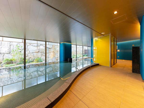 ■大浴場■明るく開放的な癒しの空間。広々とした湯船で、一日の疲れを癒す至福のひと時を_。