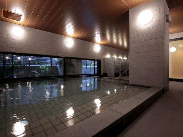 【大浴場】疲れを癒やし最高の朝をお迎えください。ご利用は15:00~25:00、6:00~10:00