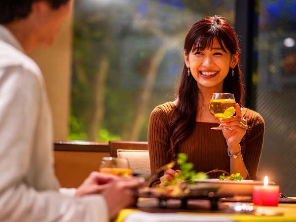 「ちょっと緊張するけど、ふたりでゆっくり過ごせて嬉しいね」いつもと違う雰囲気の食事は、新鮮な想い出に