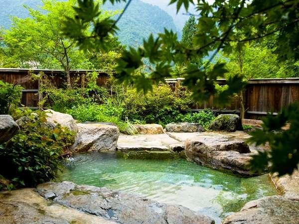 錫杖岳や北アルプスの山々を一望できる貸切露天風呂は2つ(予約不要/無料)