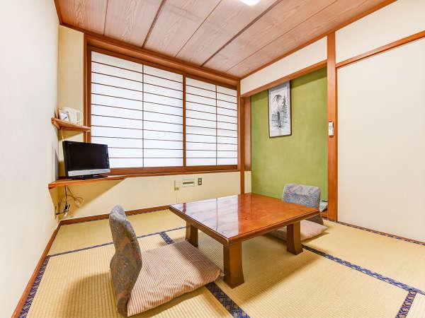 *【部屋一例】桜の間。大きな窓から日差しが差し込む、明るい南向きのお部屋です。