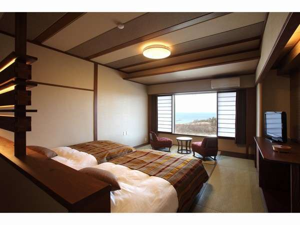 「和モダン海側」ベッドはシモンズ製のセミダブル。ごゆっくりとお休みいただけます。