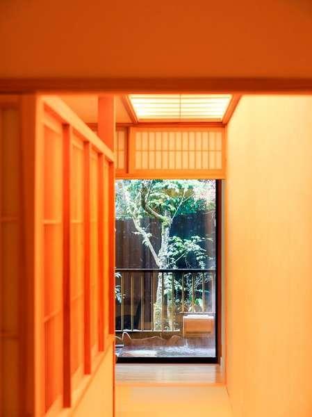 【肥後スイート】肥後スイート「菊」のお部屋(入り口から)