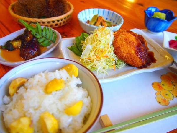 【夕食一例】その季節の地元食材を使用した和定食をご用意♪